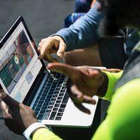 device-laptop-people-1321732